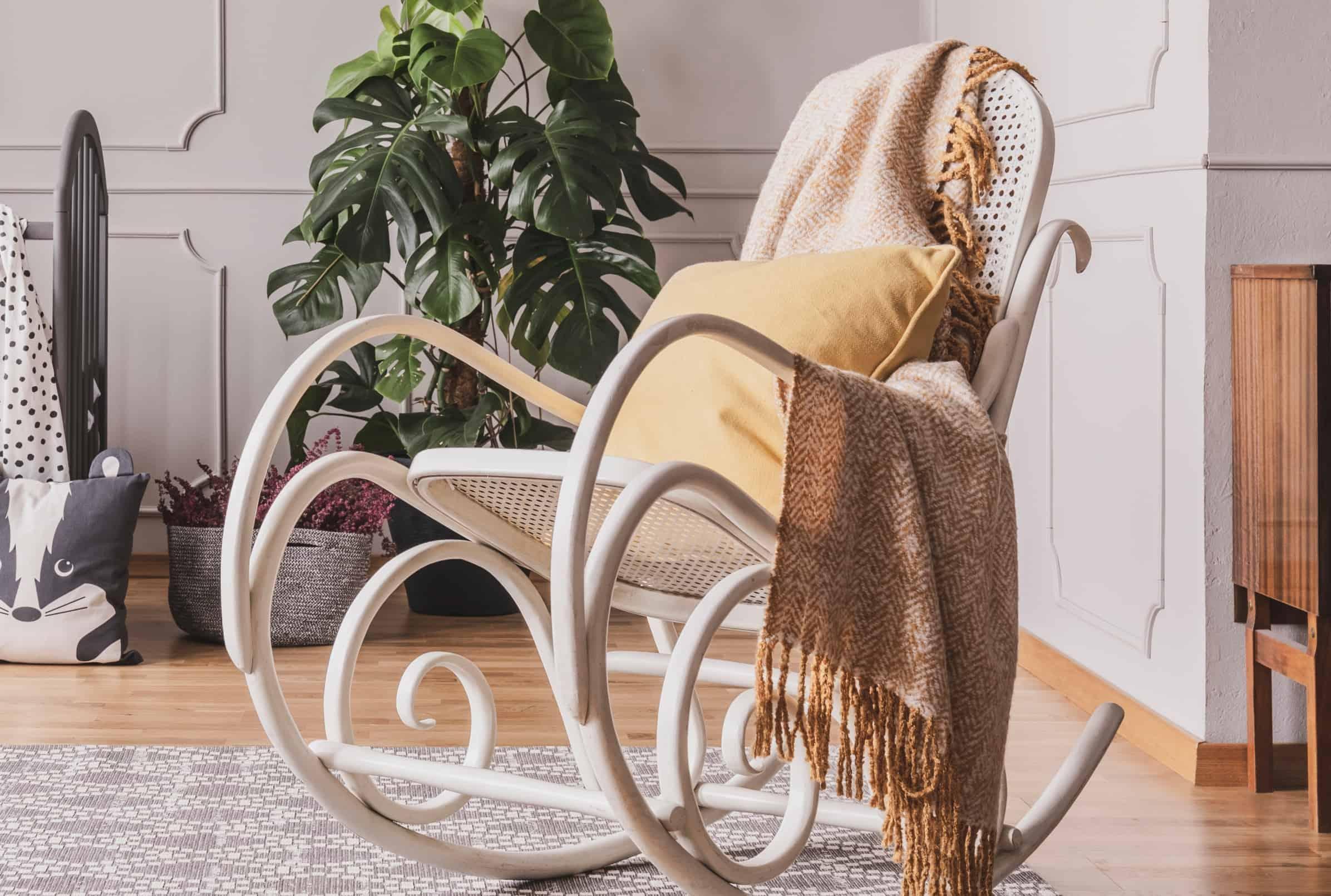 Una sedia - poltrona da allattamento