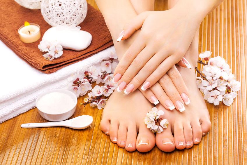 Immagine manicure e pedicure