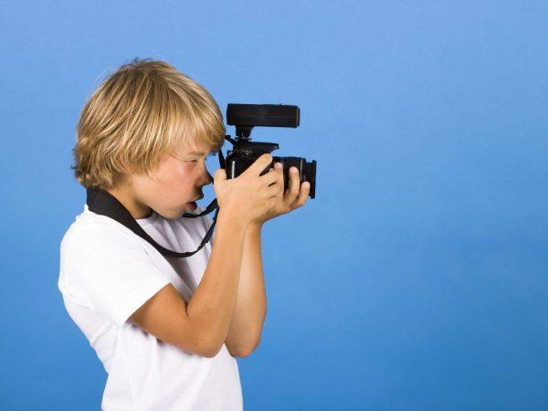 21383590 – boy with camera