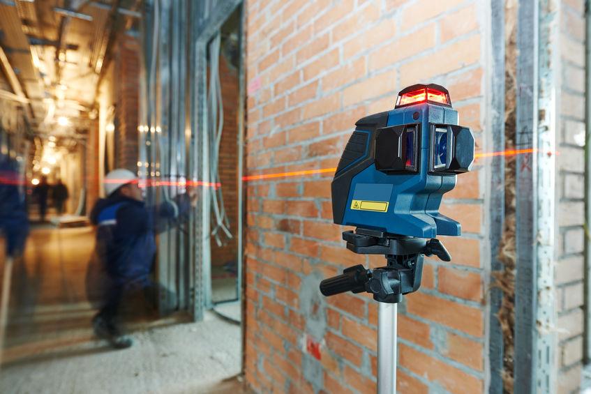 misurazione del livello laser in cantiere