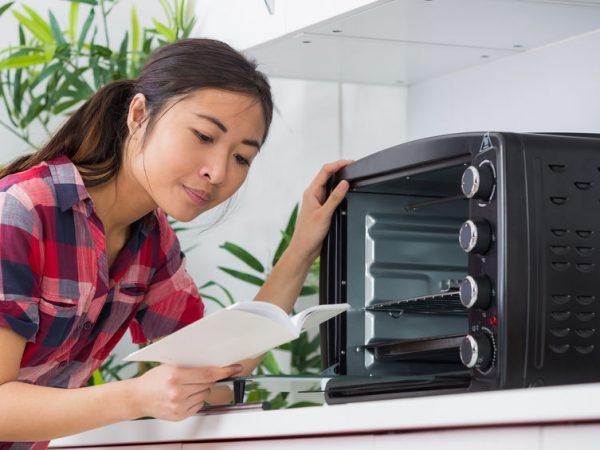 Attualmente il mercato offre una vasta gamma di fornetti elettrici, molti dei quali con funzioni aggiuntive che rendono un piacere cucinare. (Fonte: Auremar: 69328960/ 123rf.com)