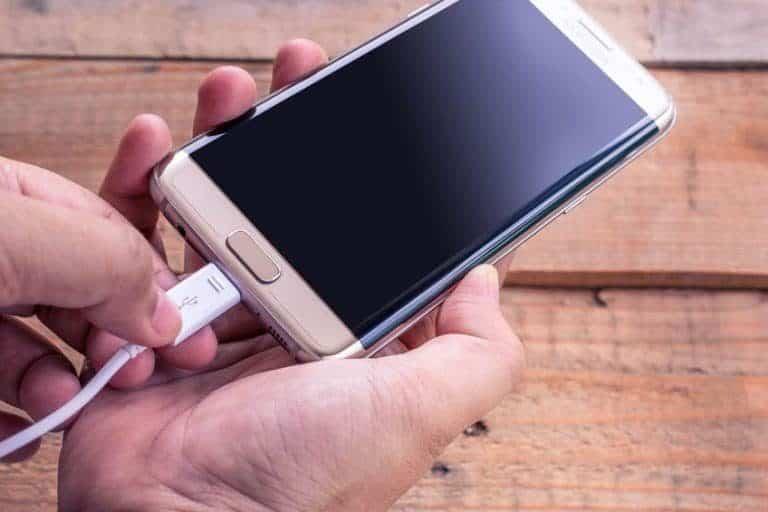 Smartphone in carica