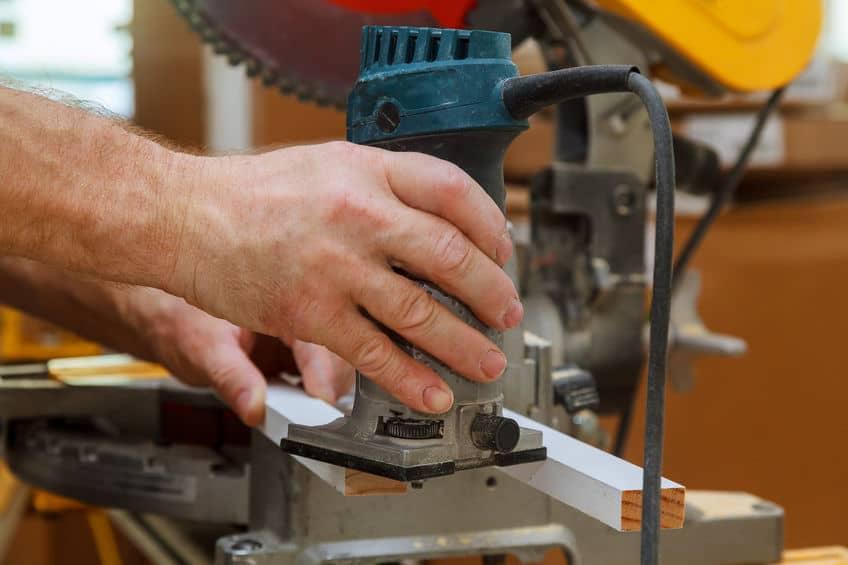 Fresatrice per legno a lavoro