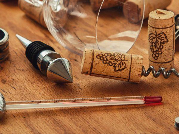 Vari accessori per il vino