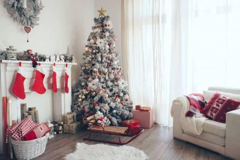 Albero di Natale in un angolo