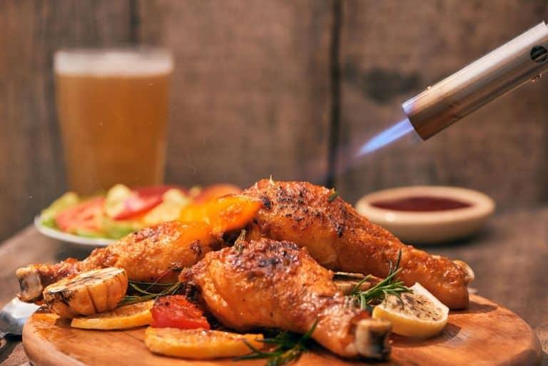 Cannello da cucina su un pollo