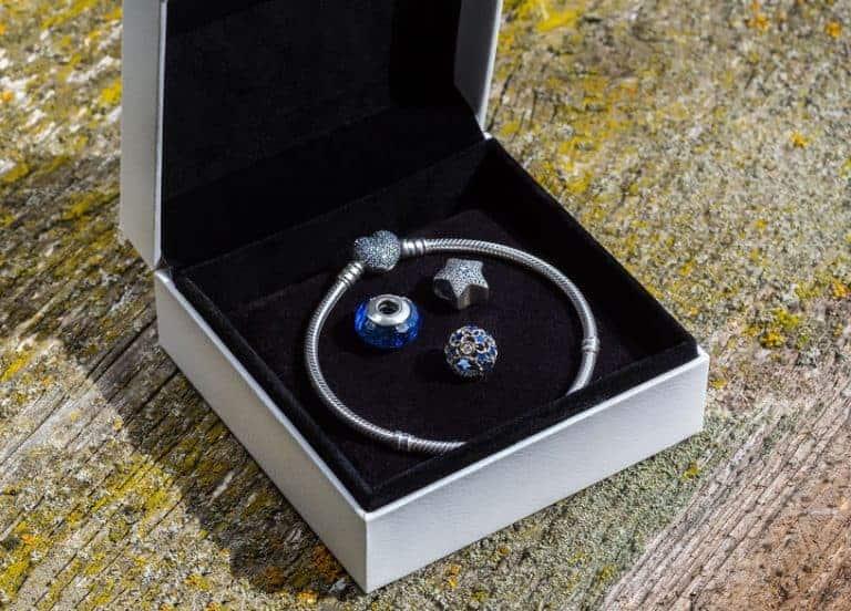 Charm Pandora in confezione regalo