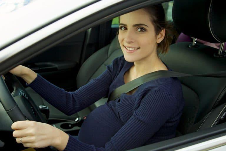 Donna incinta alla guida