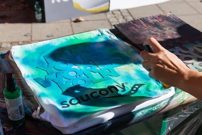 Spary per tessuti su t-shirt