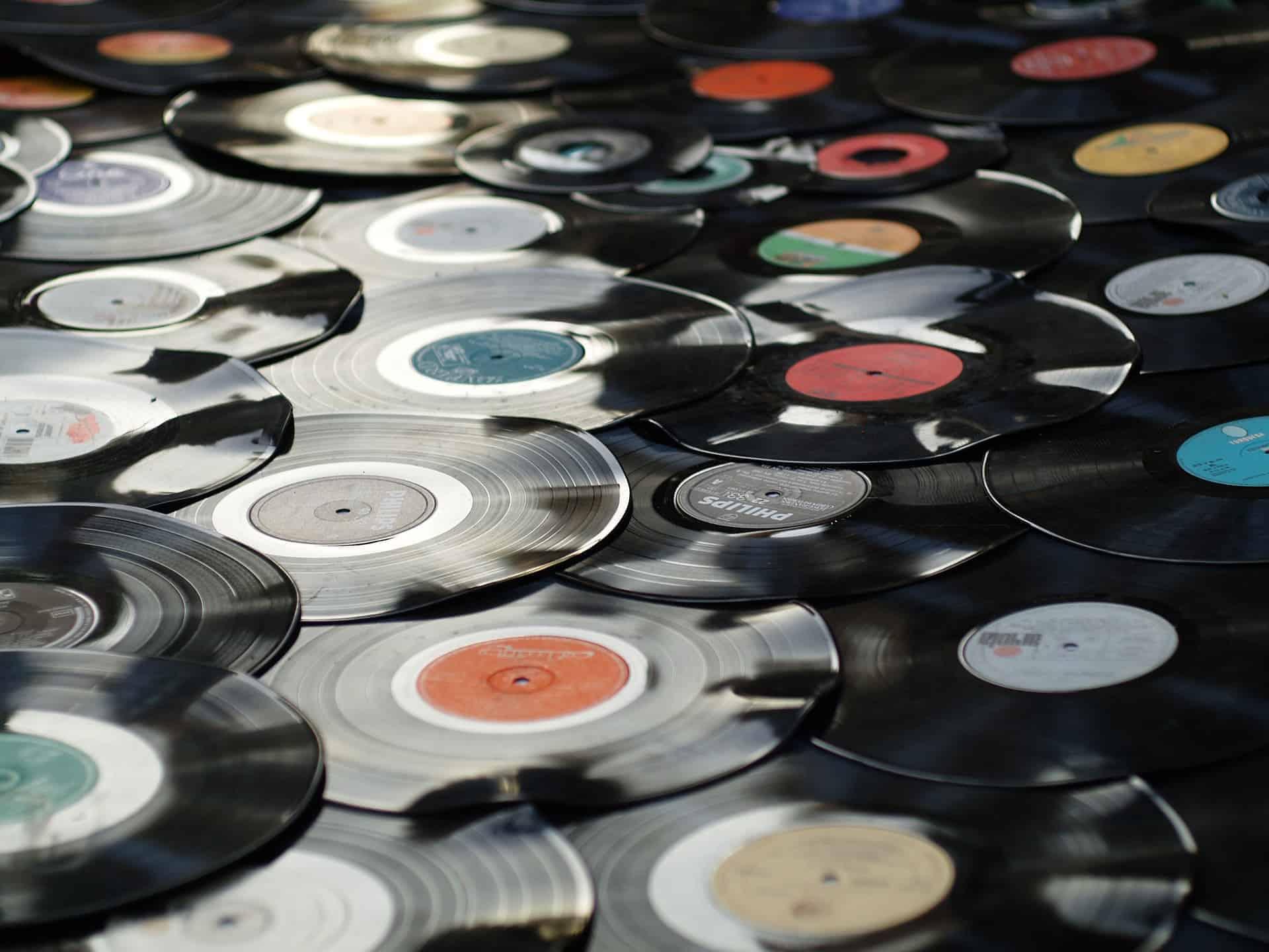 Tanti dischi in vinile