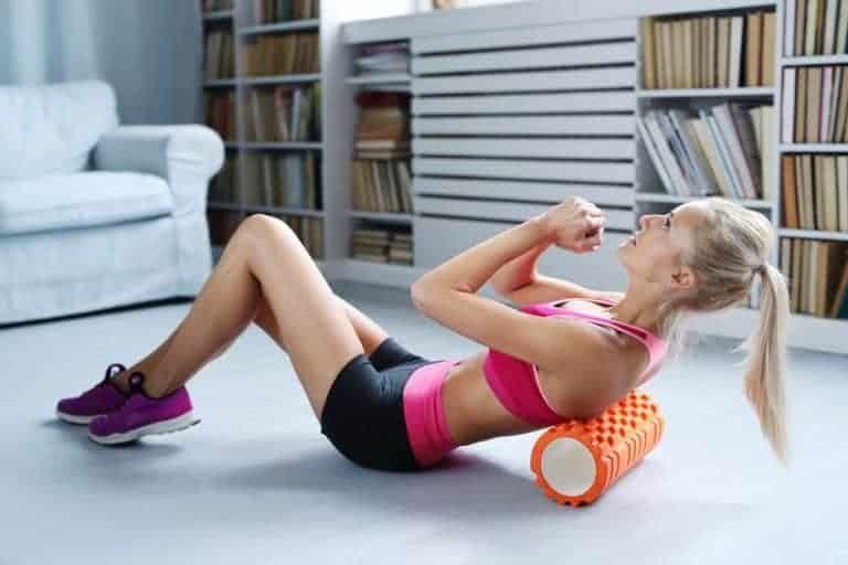Esercizio per la schiena con il foam roller