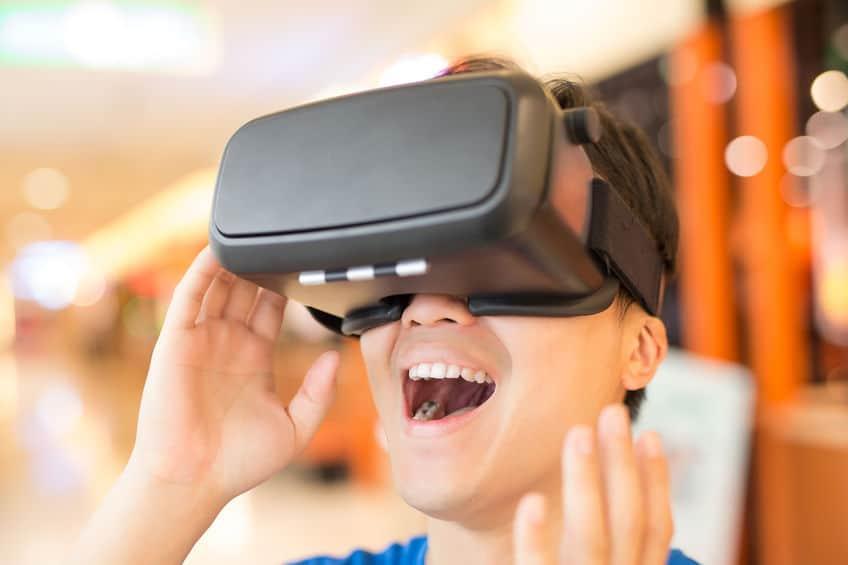 visore-per-realtà-virtuale-prima-xcyp1
