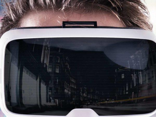 visore-per-realtà-virtuale-principale-xcyp1