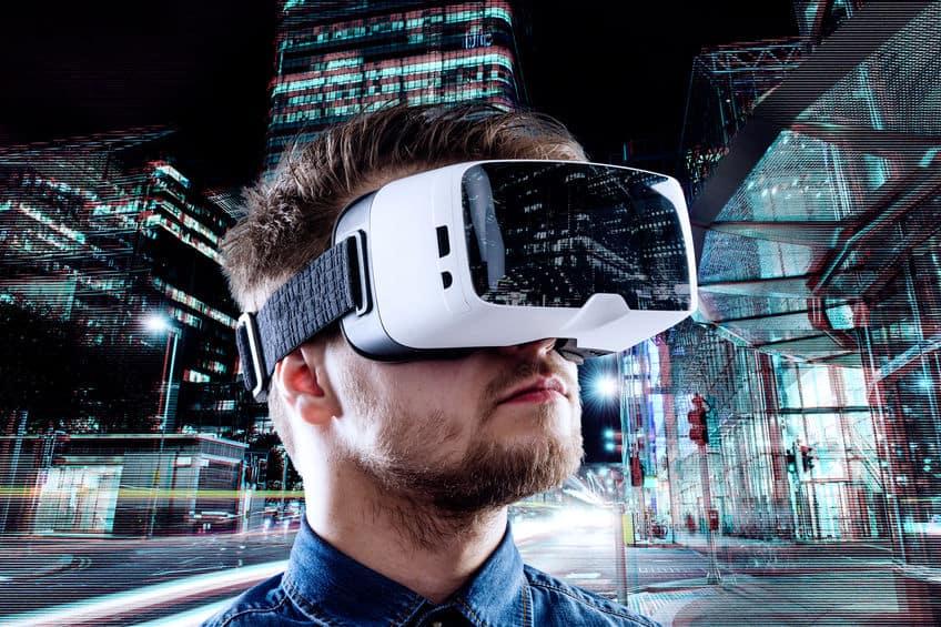 visore-per-realtà-virtuale-esperienza-xcyp1