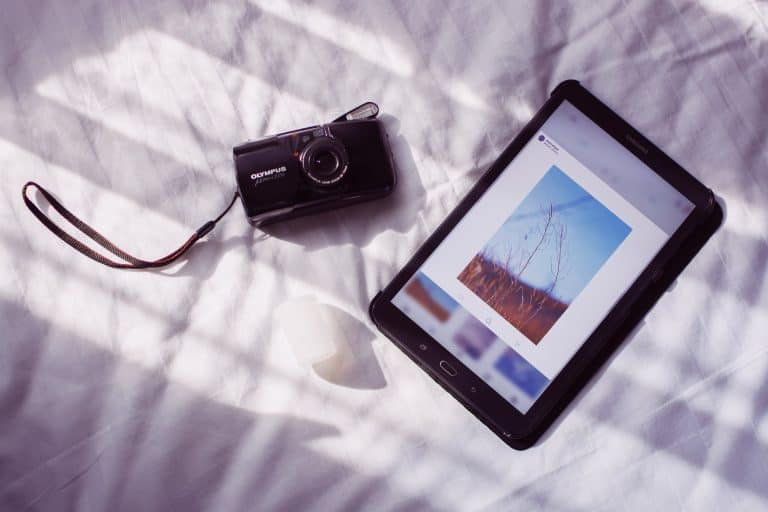 Tablet e macchina fotografica