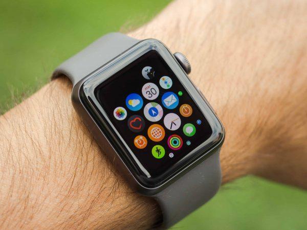 Uno smartwatch al polso