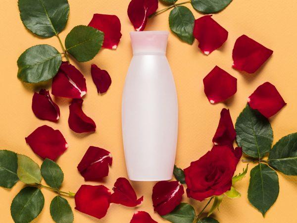 Confezione con petali di rosa