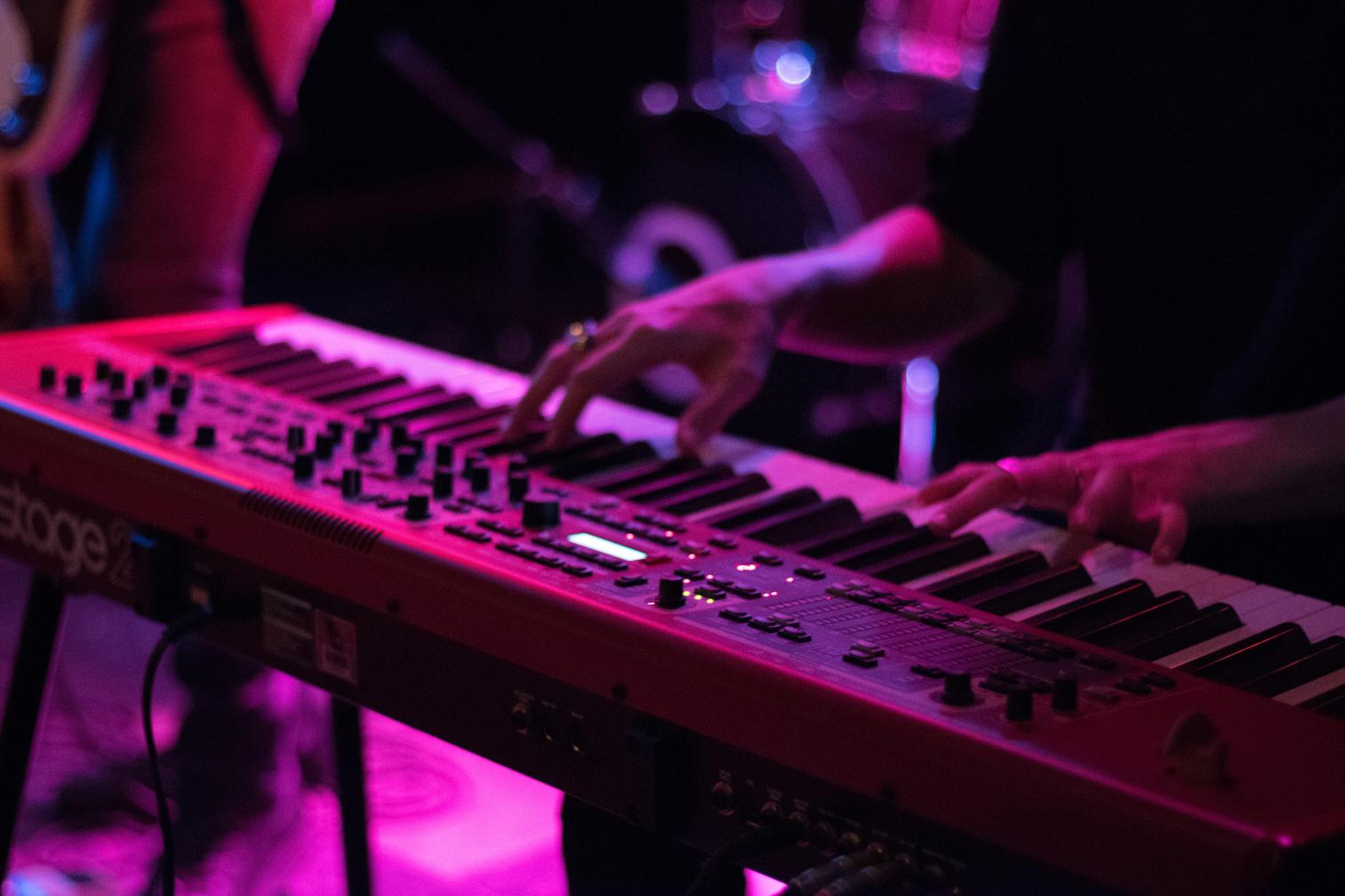 teclado en concierto