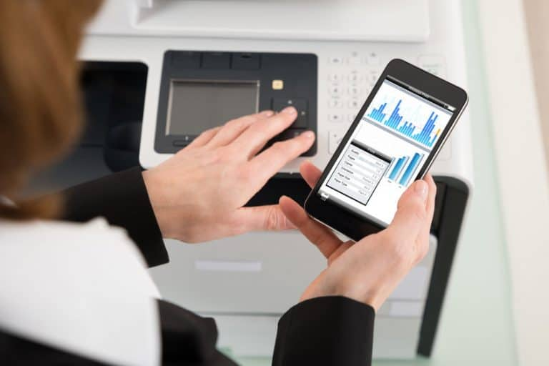 Cellulare connesso con stampante