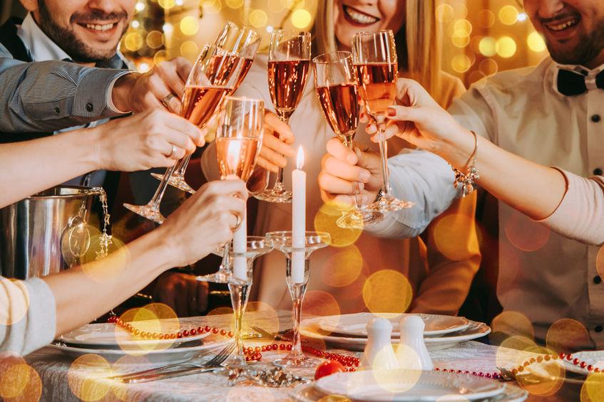 Il colore dello champagne dipende dalla sua provenienza e dal carattere del vino. (Fonte: Yulia Grogoryeva: 89669178/ 123rf.com)