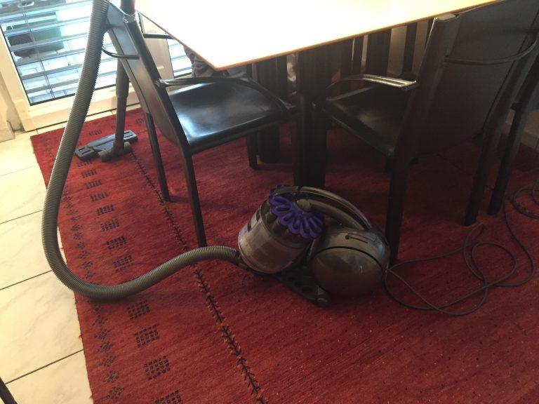 Aspirapolvere Dyson su un tappeto