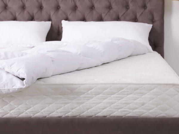 Un letto matrimoniale