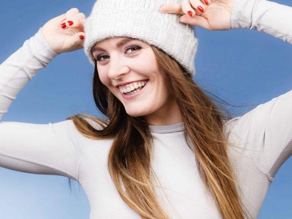 Donna vestita per il freddo