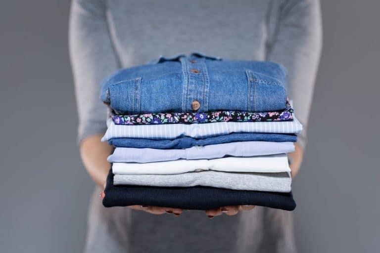 Vestiti lavati e stirati