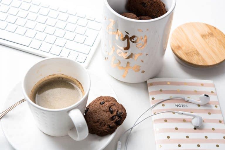 Caffè con pasticcini