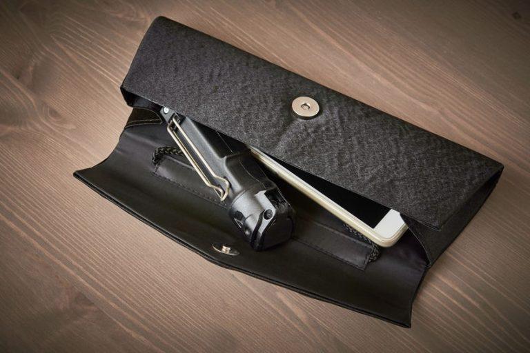 Spray al peperoncino nella borsetta