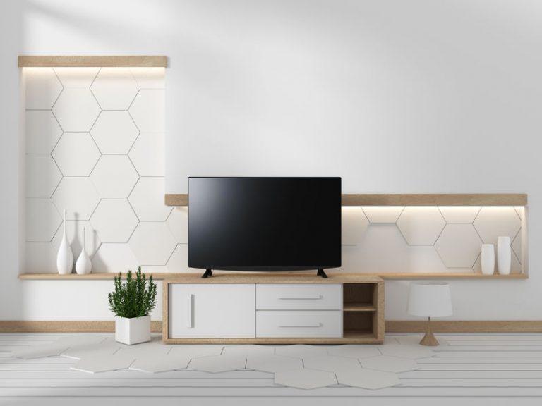Televisore su un mobile da soggiorno
