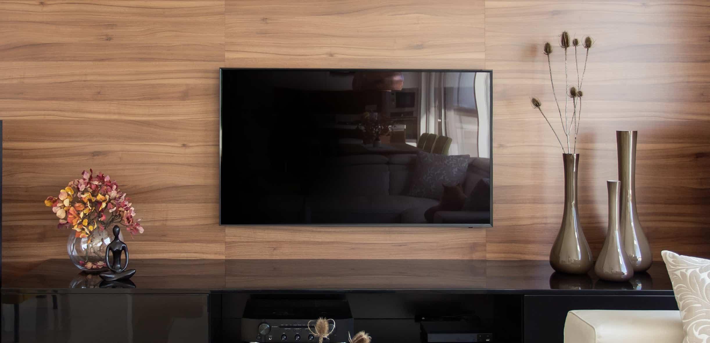 Televisore attaccato alla parete