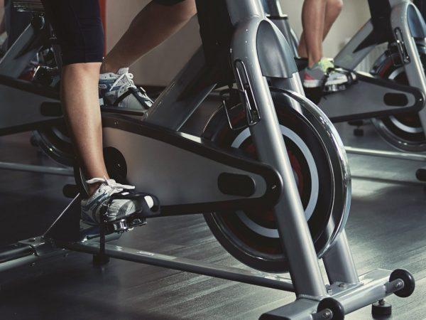 Particolare di bicicletta da spinning