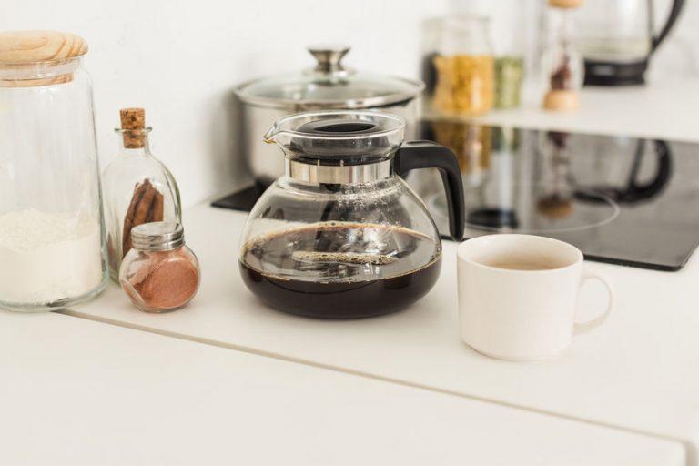 Caffettiera con caffè pronto