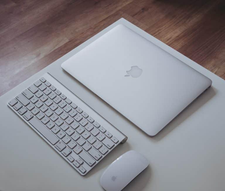 Computer Apple + mouse e tastiera Apple