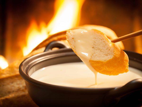 Fonduta di formaggio su pane
