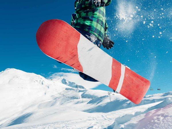 Tavola da snowboard vista da sotto