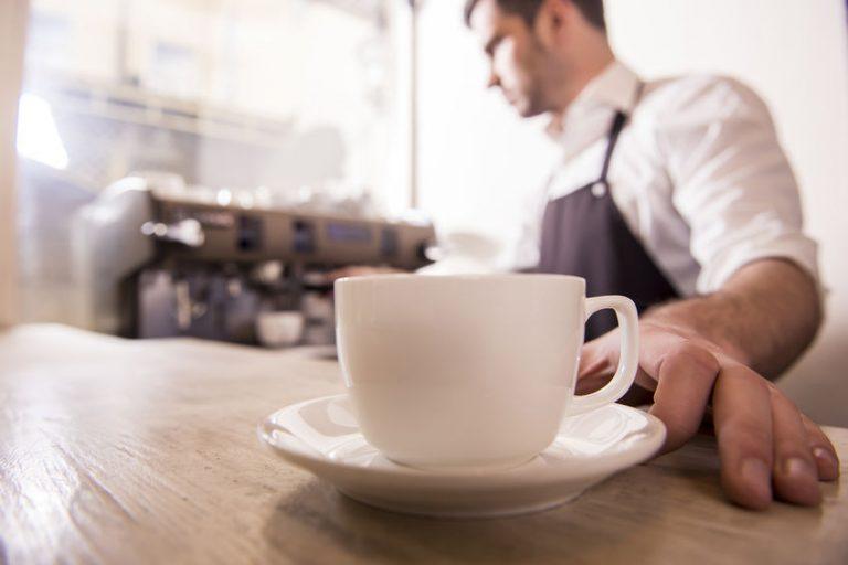 Tazzina di caffè in primo piano