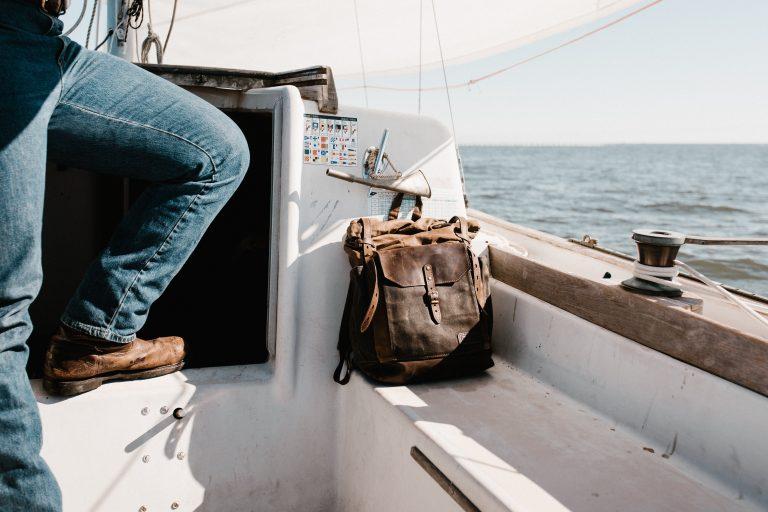 Zaino su una barca