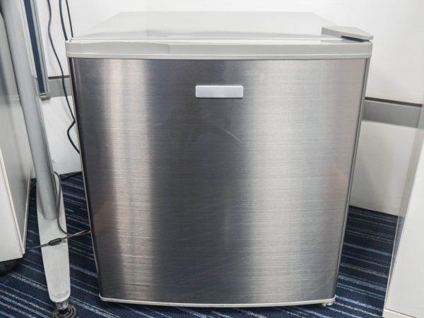 Un mini congelatore argento