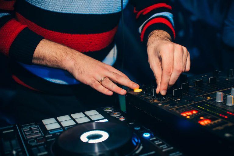 Regolazione in una console DJ