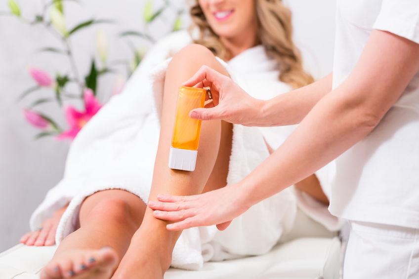 Immagine di una donna rasata sulle gambe