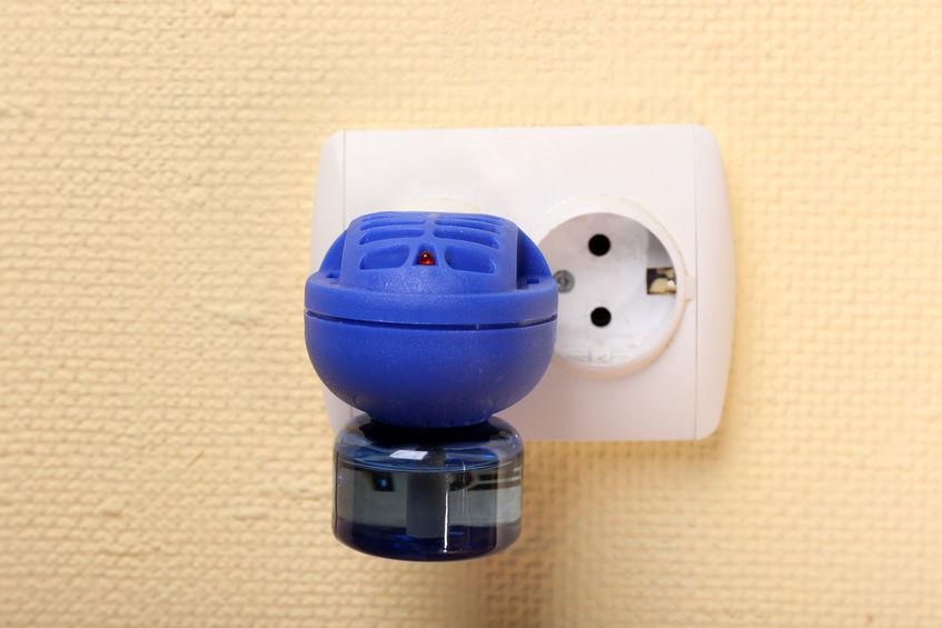 Antizanzare elettrico attaccato alla presa di corrente