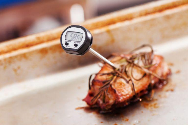 Primo piano su termometro da cucina
