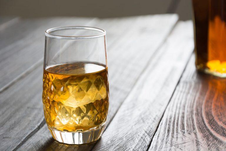 Un bicchiere di bourbon