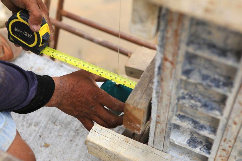 labor man using a plumb bob for check pillar