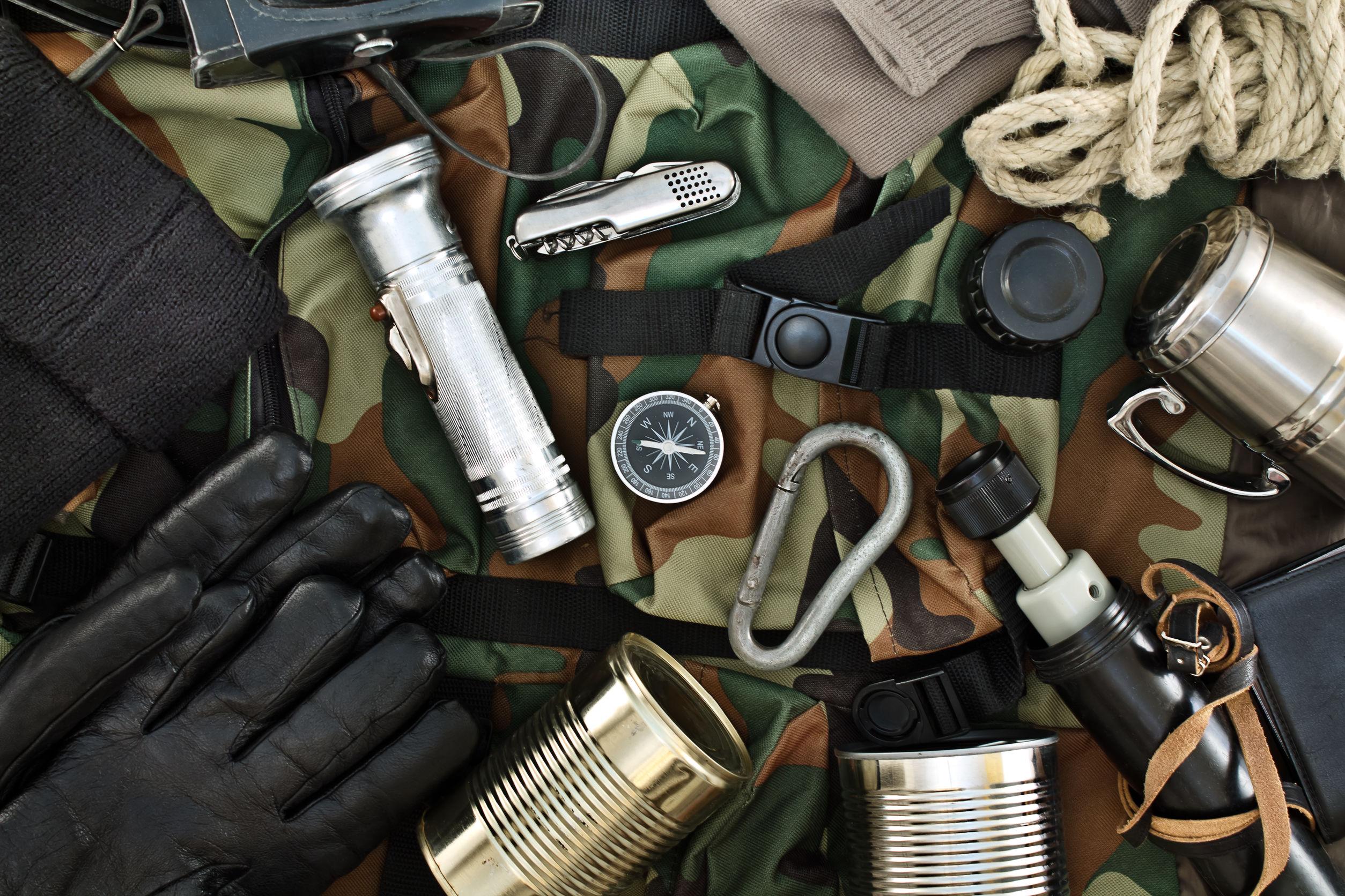 Serie di oggetti per il kit di sopravvivenza