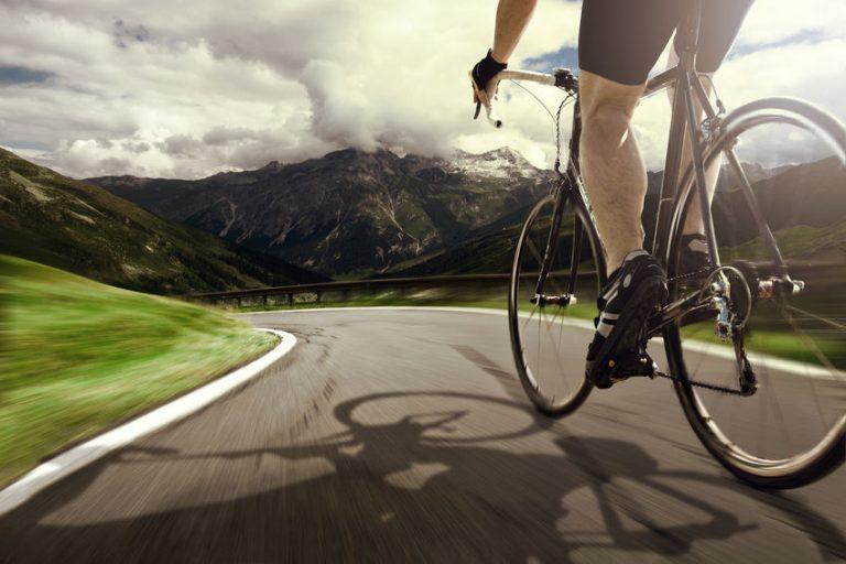 Bicicletta da corsa vista dal basso