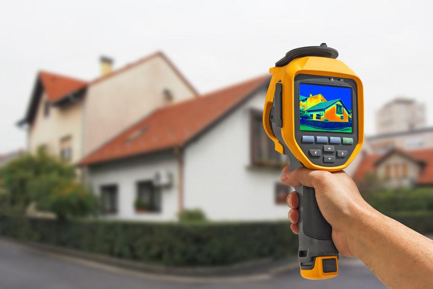 Telecamera termica puntata su una casa