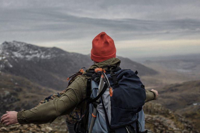 Uomo su una montagna